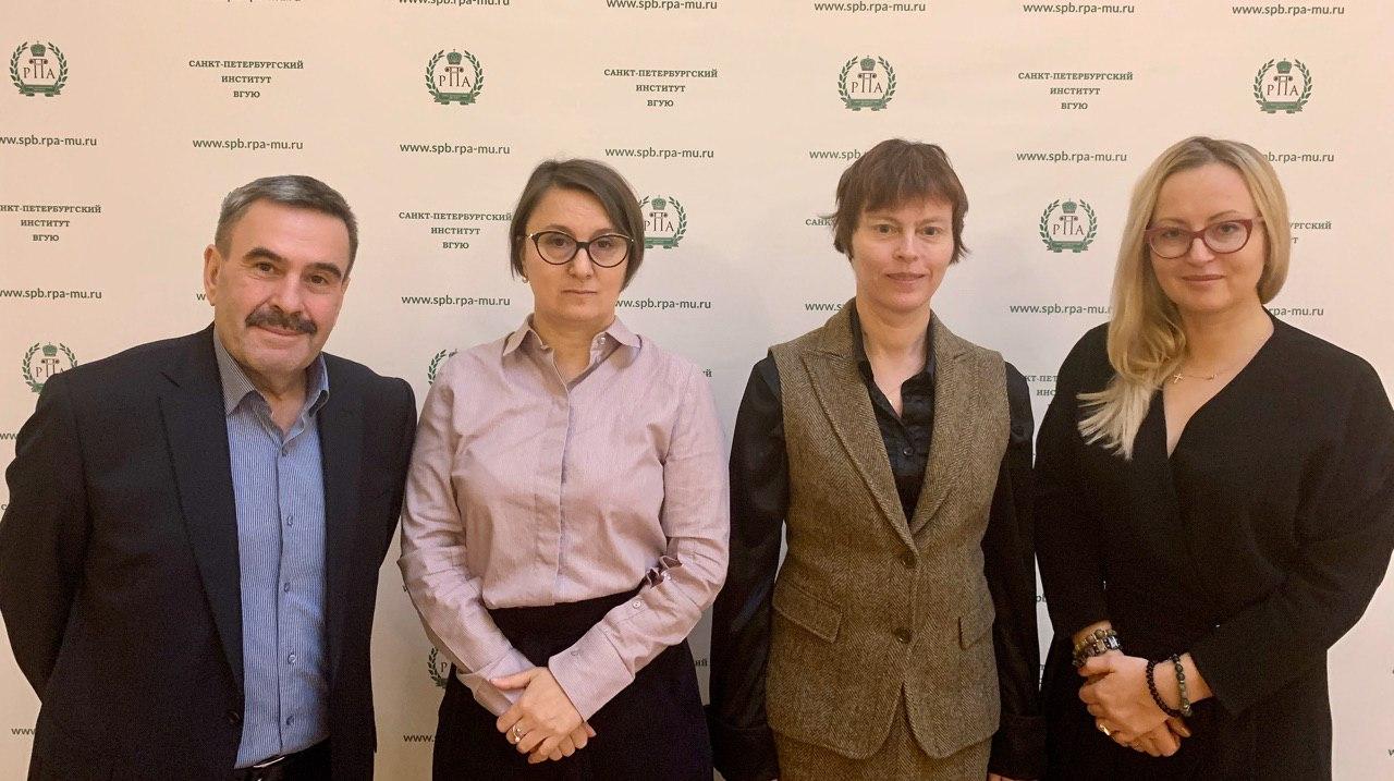 Научно-практический комментарий решений Европейского Суда по правам человека по жалобам граждан Российской Федерации.